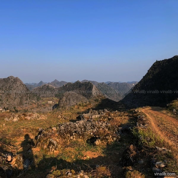 A mountain track in Ha Giang province - Vinalib Stock Pictures