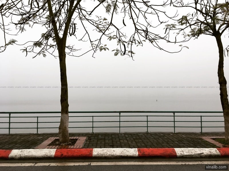 Hanoi, West Lake, on a foggy day - Vinalib Stock Pictures