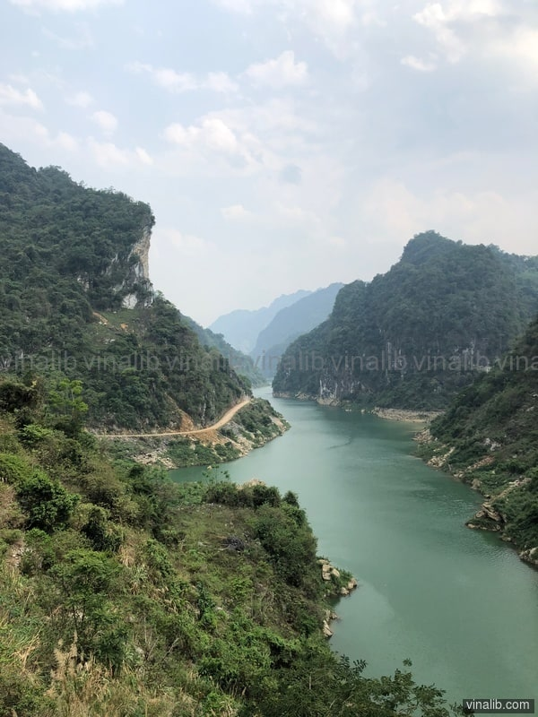 A road, along the river, in a valley of Hoa Binh province - Vinalib Stock Pictures