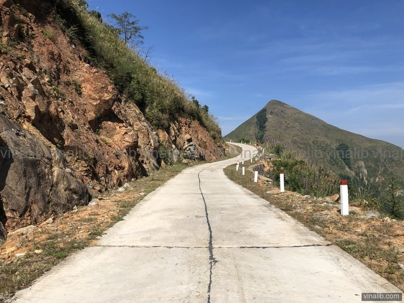 A beautiful mountain road in Binh Liêu district, Quang Ninh province - Vinalib Stock Pictures